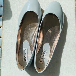 STEVE MADDEN light gray flats; never worn!